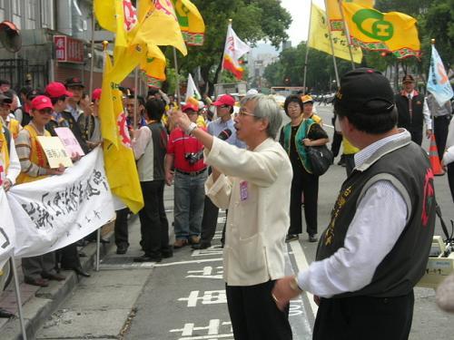 20091030工會法至立法院外抗議